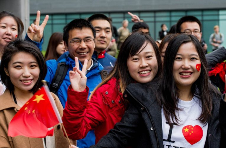 """""""จ.เชียงราย ร่วมกับ ม.เชียงใหม่และกงสุลจีน ณ นครเชียงใหม่ ส่งนักศึกษากลับเมืองจีน""""……"""